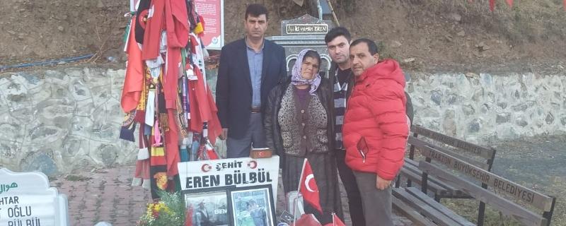 EREN BÜLBÜL' ü Zabıta Komiserimiz Cengiz BOZOĞLU mezarı başında ziyaret etti.