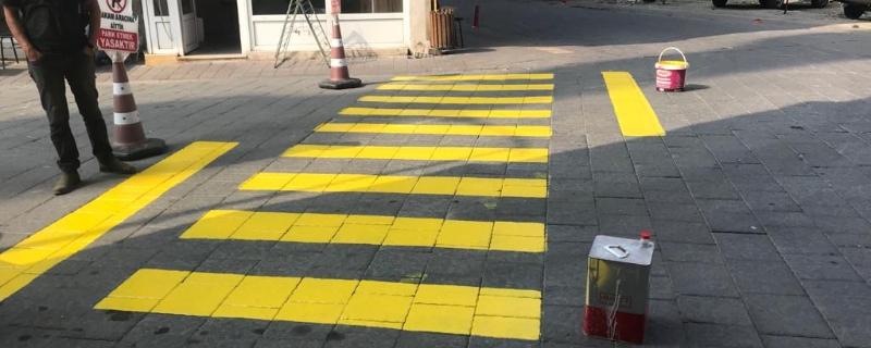 Belediye Binasının önüne yaya çizgileri çizildi