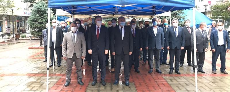 Başkan Öztürk, Muhtarlar Günü dolayısıyla çelenk sunma törenine  katıldı