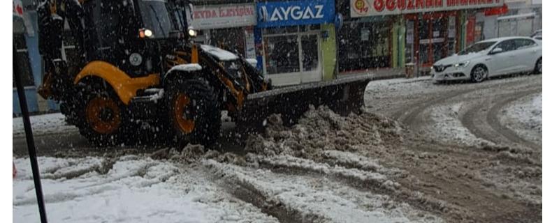 Ekiplerimiz karla mücadele çalışmalarına devam ediyor