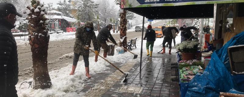 Ekiplerimiz karla mücadele çalışmalarına başladı