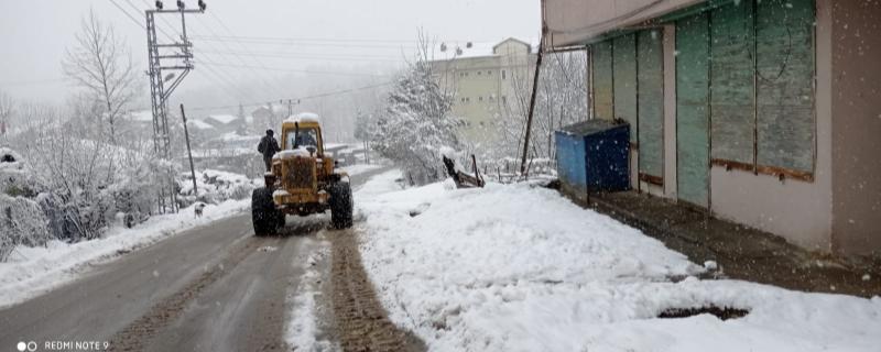 Ekiplerimiz kar küreme çalışmalarına devam ediyor