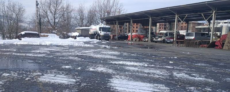 Pazar yerlerinde kar temizleme çalışmaları gerçekleştirildi