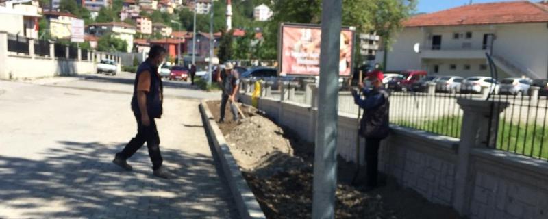Ekiplerimiz İlçe Devlet Hastane önündeki kaldırım çalışmalarına devam ediyor
